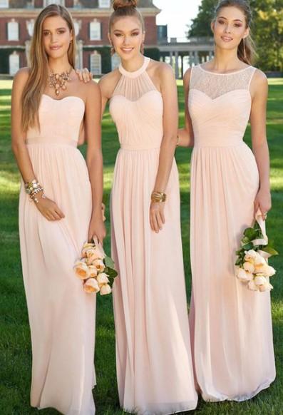 Светло Розови рокли за шаферки на градинска сватба